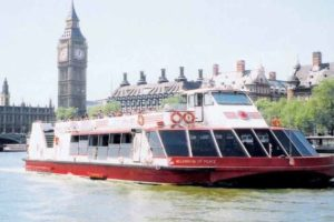 When you choose to study in London in summer you can also enjoy the river cruise